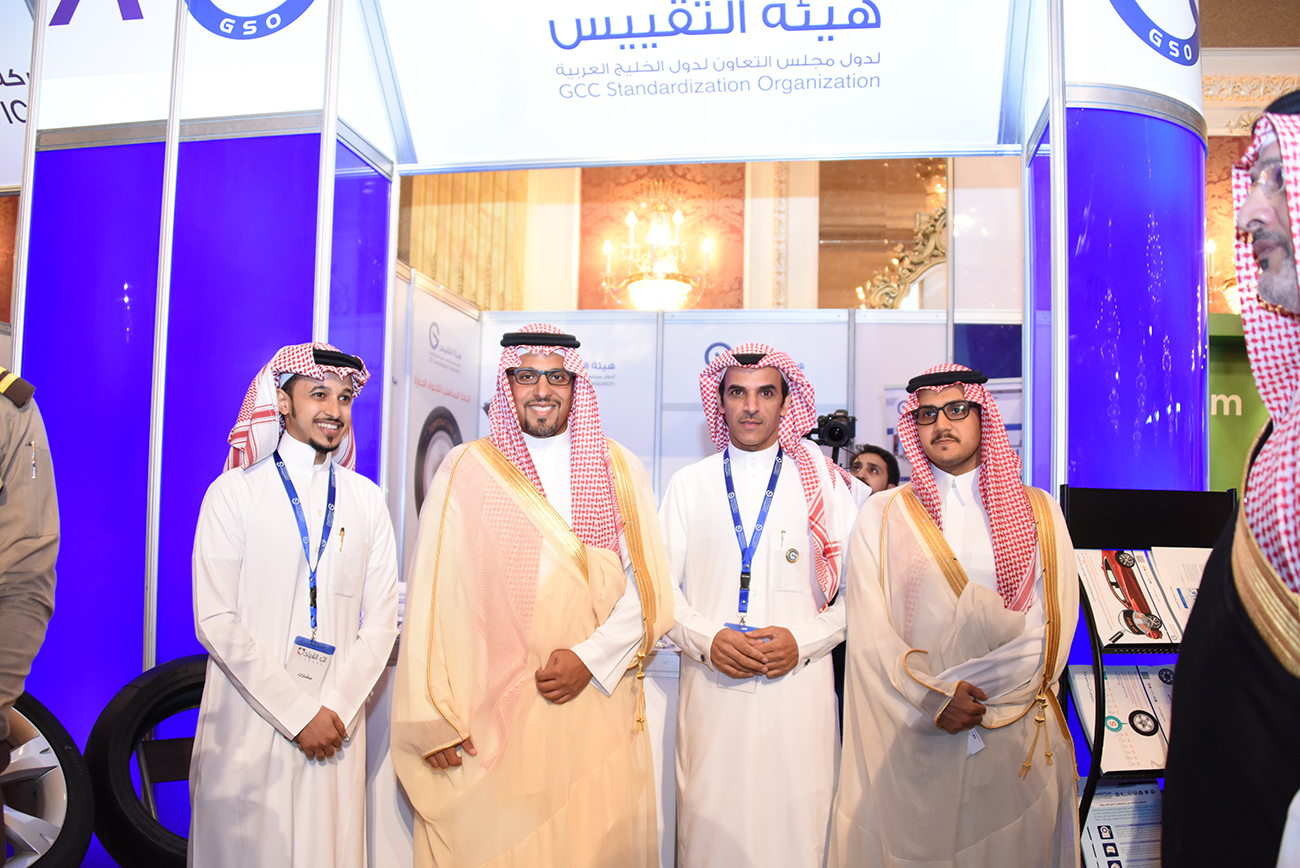 """الأمير خالد بن سلطان العبدالله الفيصل يزور جناح هيئة التقييس في معرض """"لكِ القيادة"""""""